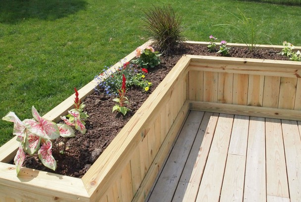 Deck planter flower box for Deck garden box designs